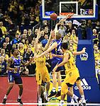12.02.2019, Mercedes Benz Arena, Berlin, GER, ALBA ERLIN vs.  Basketball Loewen Braunschweig, <br /> im Bild <br /> Niels Giffey (ALBA Berlin #5), Lars Lagerpusch (Braunschweig #44)<br /> <br />      <br /> Foto © nordphoto / Engler