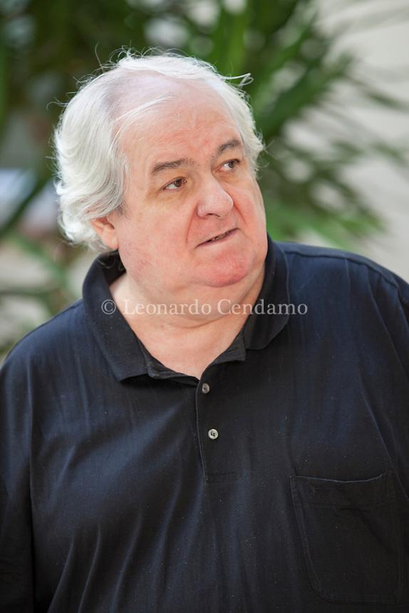 Milo De Angelis è nato nel 1951 a Milano, dove insegna in un carcere di massima sicurezza. Ha pubblicato Somiglianze (Guanda, 1976); Millimetri (Einaudi, . Mantova 8 settembre 2017. © Lewonardo Cendamo