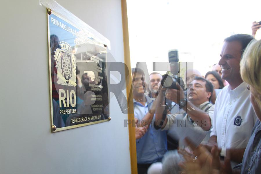 RIO DE JANEIRO, RJ, 27.05.2015 - PAES-RJ - O prefeito Eduardo Paes entrega aos moradores do Complexo do Alemão a nova Creche Comunitária João Ferreira. O espaço, que atende a 80 crianças e possui convênio com a Secretaria Municipal de Educação, foi totalmente reformado, passando a ter climatização em todos os ambientes. A Prefeitura do Rio mantém convênio com 163 creches, atendendo a mais de 16 mil crianças. Desde 2009, foram criadas 27.693 vagas para pré-escola na cidade, com a implantação de 202 Espaços de Desenvolvimento Infantil (EDIs). Até 2016, serão construídos mais 81 EDIs, sendo 66 pelo programa Fábrica de Escolas do Amanhã Governador Leonel Brizola. (Foto: Celso Barbosa/Brazil Photo Press)