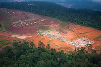 Parauapebas_PA, Brasil..Desmatamento causado por mineradora na floresta Nacional dos Carajas, Para...Deforestation caused by mining in the Carajas National  forest , Para...Foto: JOAO MARCOS ROSA / NITRO
