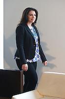 """MADRI, ESPANHA, 04 MARÇO 2013 - STEPHENIE MEYER EM MADRI - A criadora da saga Crepúsculo Stephenie Mayer, durante sessão de fotos para promover """"The Host"""" no Hotel ME em Madri capital da Espanha, nesta segunda-feira, 04. (FOTO: CESAR CEBOLLA / ALFAQUI / BRAZIL PHOTO PRESS)."""