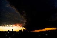SAO PAULO, SP, 18.10.2013 - CLIMA TEMPO - Fim de tarde no bairro da Mooca regiao leste da cidade de Sao Paulo nesta sexta-feira,18. (Foto: Vanessa Carvalho / Brazil Photo Press).