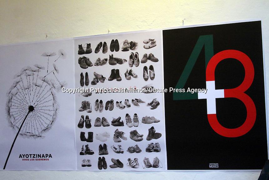 Oaxaca, Oax. 28 Sept 2015.- A un año de la desaparición de los 43 normalistas, el Instituto de Artes Gráficas de Oaxaca (IAGO) organizo un acto simbólico, donde convoco a la sociedad civil en general a participar de él, en dicho lugar se encendieron veladoras, y se dio lectura a los perfiles de los jóvenes desaparecidos en Ayotzinapa Guerrero.