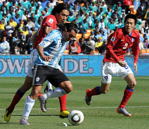 Argentina's Carlos Tevez (C) in action against South Korea's Kim Jung Woo (R) and an unidentified team mate during the 2010 FIFA World Cup group B match between Argentina and South Korea at Soccer City Stadium in Johannesburg, South Africa 17 June 2010.