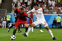 SARANSK - RUSIA, 25-06-2018: Vahid AMIRI (Der) jugador de RI de Irán disputa el balón con Ricardo QUARESMA (Izq) jugador de Portugal durante partido de la primera fase, Grupo B, por la Copa Mundial de la FIFA Rusia 2018 jugado en el estadio Mordovia Arena en Saransk, Rusia. / Vahid AMIRI (R) player of IR Iran fights the ball with Ricardo QUARESMA (L) player of Portugal during match of the first phase, Group B, for the FIFA World Cup Russia 2018 played at Mordovia Arena stadium in Saransk, Russia. Photo: VizzorImage / Julian Medina / Cont