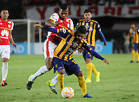 BOGOTÁ -COLOMBIA, 25-11-2015. Almir Soto  (Izq) jugador del Independiente Santa Fe de Colombia disputa el balón con David Mendieta (Der) jugador del Sportivo Luqueño del Paraguay   durante partido por la semifinal F 1 de la Copa Sudamericana  2015 jugado en el estadio Nemesio Camacho El Campín de la ciudad de Bogotá./ Almir Soto (L) player of Independiente Santa Fe of Colombia  fights for the ball with David Mendieta (R) player of  Sportivo Luqueno of Paraguay during the match for the Copa Sudamericana semifinal F 1- 2015 played at Nemesio Camacho El Campin stadium in Bogotá city. Photo: VizzorImage/ Felipe Caicedo  / Staff