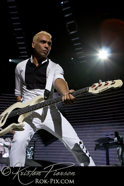 No Doubt perform at Mohegan Sun on June 24, 2009