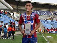 SANTA MARTA - COLOMBIA, 02-02-2019: Ricardo Marquez del Unión recibe la mención al mejor jugador después del partido por la fecha 3 entre Unión Magdalena y La Equidad de la Liga Águila I 2019 jugado en el estadio Sierra Nevada de la ciudad de Santa Marta. / Ricardo Marquez, of Union receives the award to best player after match for the date 3 between Union Magdalena and La Equidad of the Aguila League I 2019 played at Sierra Nevada stadium in Santa Marta city. Photo: VizzorImage / Gustavo Pacheco / Cont