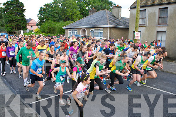 The runners take off at the start of the An Riocht road race in Castleisland on Friday evening..
