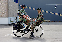 Militairen op de fiets
