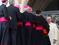 Papa Francesco saluta alcuni vescovi e cardinali al termine dell'udienza generale del mercoledi' in Piazza San Pietro, Citta' del Vaticano, 24 settembre 2014.<br /> Pope Francis greets some bishops and cardinals at the end of his weekly general audience in St. Peter's Square at the Vatican, 24 September 2014.<br /> UPDATE IMAGES PRESS/Isabella Bonotto<br /> <br /> STRICTLY ONLY FOR EDITORIAL USE