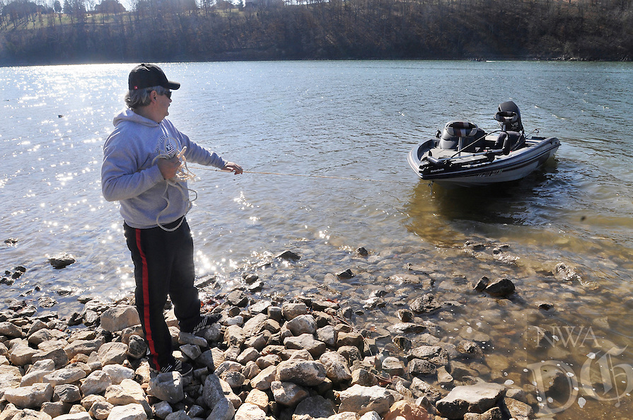 NWA Democrat-Gazette/ J.T. WAMPLER -- Mike Sims of Fayetteville launches his boat Monday March 16, 2015 at Monte Ne Cove on Beaver Lake. Sims intended to fish for bass in the seventy degree weather.