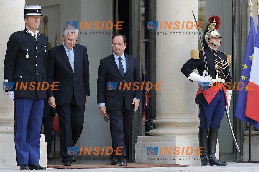 Francois Hollande e  Mario Monti.Parigi 31/07/2012 Incontro tra il Presidente francese e il Presidente del Consiglio Italiano,  al Palazzo Presidenziale dell'Eliseo .Foto Insidefoto /Christian Liewig /Panoramic.ITALY ONLY.