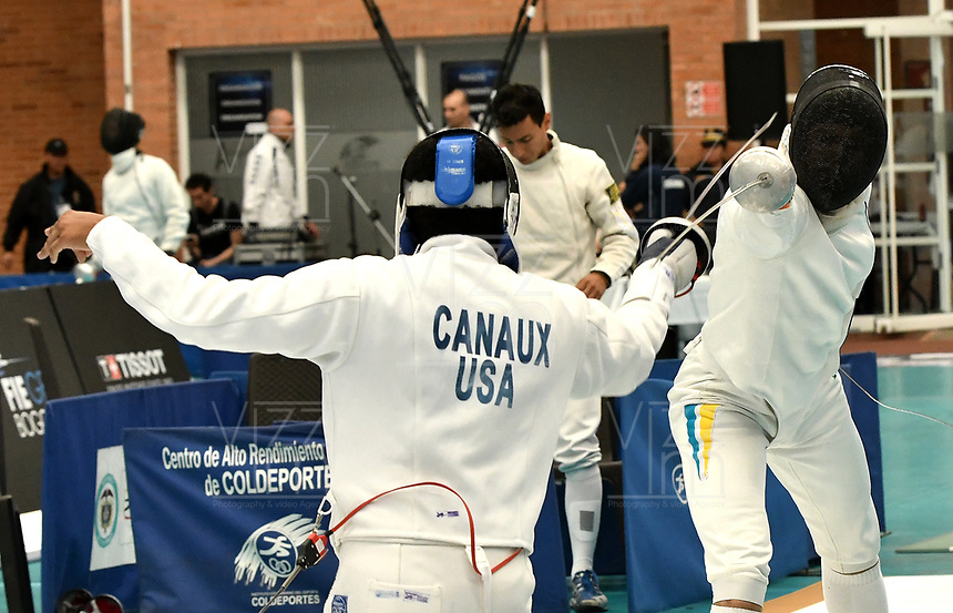 BOGOTA – COLOMBIA – 26 – 05 – 2017: Gabriel Canaux (Izq.) de Estados, combate con Maksym Khvorost (Der.) de Ucrania, durante Varones Mayores Epee del Gran Prix de Espada Bogota 2017, que se realiza en el Centro de Alto Rendimiento en Altura, del 26 al 28 de mayo del presente año en la ciudad de Bogota.  / Gabriel Canaux (L) from United States, fights with Maksym Khvorost (R) from Ukraine, during Senior Men´s Epee of the Grand Prix of Espada Bogota 2017, that takes place in the Center of High Performance in Height, from the 26 to the 28 of May of the present year in The city of Bogota.  / Photo: VizzorImage / Luis Ramirez / Staff.