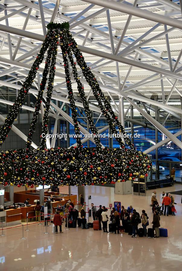 4415/ Weihnachtsflucht: DEUTSCHLAND, GERMANY, HAMBURG 30.12..2006: Flughafen Hamburg, Terminal 1, Adventskranz, Tafel, Fluginformation, Abflug, Ankunft, Weihnachten, Winter, Ferien, Urlaub, in den Sommer, Feiertag, Arbeit, Schlange, warten, einchecken, .c o p y r i g h t : A U F W I N D - L U F T B I L D E R . de.G e r t r u d - B a e u m e r - S t i e g  1 0 2,  .2 1 0 3 5  H a m b u r g ,  G e r m a n y.P h o n e  + 4 9  (0) 1 7 1 - 6 8 6 6 0 6 9 .E m a i l      H w e i 1 @ a o l . c o m.w w w . a u f w i n d - l u f t b i l d e r . d e.K o n t o : P o s t b a n k    H a m b u r g .B l z : 2 0 0 1 0 0 2 0  .K o n t o : 5 8 3 6 5 7 2 0 9.C  o p y r i g h t   n u r   f u e r   j o u r n a l i s t i s c h  Z w e c k e, keine  P e r s o e n  l i c h ke i t s r e c h t e   v o r  h a n d e n,  V e r o e f f e n t l i c h u n g  n u r    m i t  H o n o r a  n a c h  MFM, N a m e n s n e n n u n g und B e l e g e x e m p l a r !...
