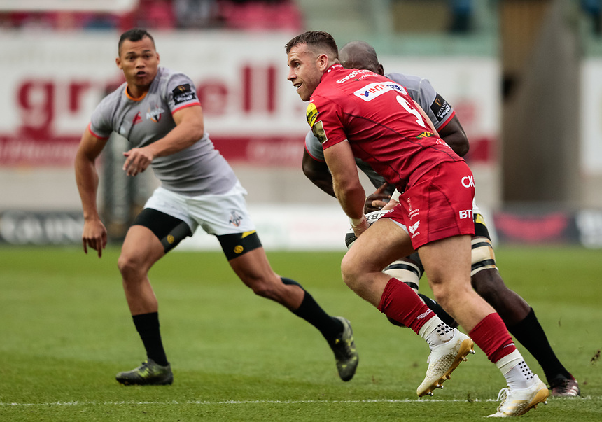 Scarlets' Gareth Davies<br /> <br /> Photographer Simon King/CameraSport<br /> <br /> Guinness Pro14 Round 1 - Scarlets v Southern Kings - Saturday 2nd September 2017 - Parc y Scarlets - Llanelli, Wales<br /> <br /> World Copyright &copy; 2017 CameraSport. All rights reserved. 43 Linden Ave. Countesthorpe. Leicester. England. LE8 5PG - Tel: +44 (0) 116 277 4147 - admin@camerasport.com - www.camerasport.com