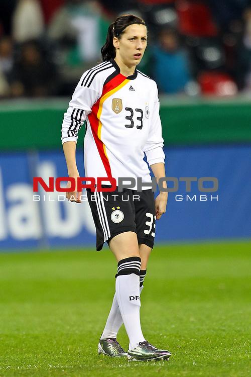 25.11.2010,  BayArena, Leverkusen, GER, FSP, Deutschland (GER) vs Nigeria (NG), Freundschaftsspiel, im Bild: Verena Faißt / Faisst (Deutschland #33, Wolfsburg)  Foto © nph / Mueller