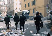 - demonstrations against the international G8 summit in Genoa, July 2001, riots between police and demonstrators ....- manifestazioni contro il summit internazionale G8 a Genova nel luglio 2001, scontri fra polizia e dimostranti