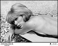 Prod DB © Speva - Variety / DR<br /> GALIA (GALIA) de Georges Lautner 1965 FRA / ITA<br /> avec Mireille Darc<br /> plage, bronzer<br /> d'apre?s le roman de Vahe? Katcha
