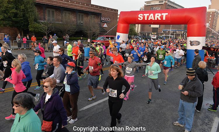 Rodes City Run 10K  2015 signature and winners images