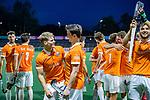 AMSTELVEEN -  Bloemendaal bedankt het publiek  na  de play-offs hoofdklasse  heren , Amsterdam-Bloemendaal (0-2).  vooraan de doelpuntenmakers Jasper Brinkman (Bldaal) en Tim Swaen (Bldaal)   COPYRIGHT KOEN SUYK