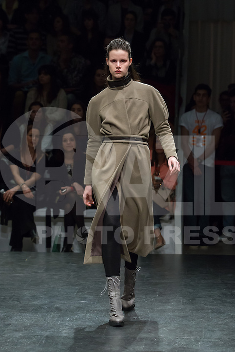 LISBOA, PORTUGAL, 09.03.2014 - LISBOA FASHION WEEK - ALEKSANDAR PROTIC - Modelo durante desfile da grife Aleksandar Protic no Lisboa Fashion Week no Pátio da Galé em Lisboa capital de Portugal, nesse domingo, 09. (Foto: Bruno Pereira / Brazil Photo Press).