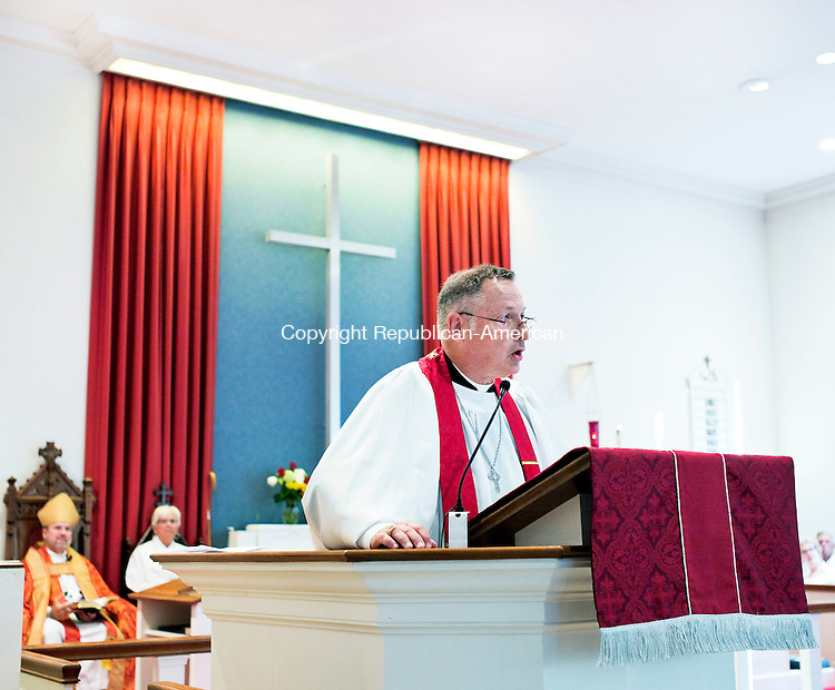 Middlebury, CT- 26 August 2015-082615CM05- The Reverend Andrew Zeman speaks to members of the St. George's Episcopal Church in Middlebury on Wednesday.  Rev. Zeman was installed as the rector at the church.    Christopher Massa Republican-American