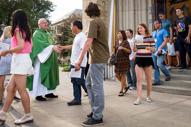 August 16, 2016; Graduate School Orientation 2016; Mass in the Basilica. (Photo by Matt Cashore/University of Notre Dame)