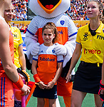 Den Bosch  -   Fan of the Match met Stockey    voor  de Pro League hockeywedstrijd dames, Nederland-Belgie (2-0).  COPYRIGHT KOEN SUYK