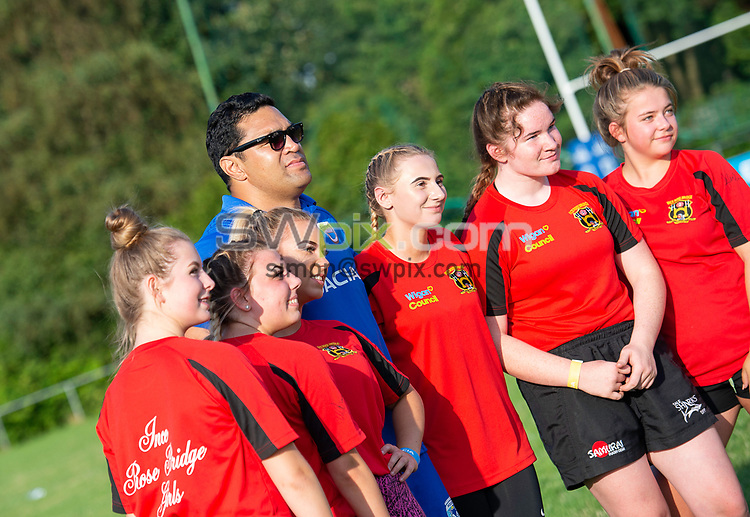 Picture by Allan McKenzie/SWpix.com - 25/07/2018 - Rugby League - Dacia Flair Play - New Spring Lions & Ince Rose Bridge RLFC, Ince-in-Makerfield, England - Ince Rose Bridge girls have autographs signed by Kylie Leuluai.