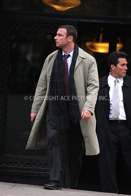 WWW.ACEPIXS.COM . . . . .  ....March 13 2009, New York City....Actor Liev Schreiber was on the Manhattan set of the new movie 'Salt' on March 13 2009 in New York City....Please byline: AJ Sokalner - ACEPIXS.COM.... *** ***..Ace Pictures, Inc:  ..(212) 243-8787 or (646) 769 0430..e-mail: picturedesk@acepixs.com..web: http://www.acepixs.com