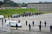 RIONEGRO-COLOMBIA- 3-12-2016. Despedida póstuma de  las victimas del Chapecoense en el aeropuerto de Rionegro rumbo a Brasil./ Posthumous farewell of the Chapecoense victims at the Rionegro airport to Brazil . Photo:VizzorImage / León Monsalve / Contribuidor