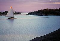 Segling i en bris en sommarkväll med Miranda i Stora-Nassa i Stockholms ytterskärgård. / Sailing a breeze on a summer evening with Miranda in Stora Nassa in Stockholm archipelago Sweden.