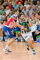 rechts Pavel Horak (FAG) am Ball gegen links Hendrik Pekeler (TBV)