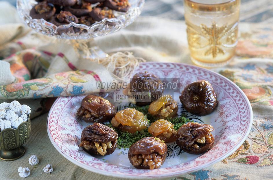 """Europe et Asie /Turquie/Istanbul: Restaurant """"Zeyrekhane"""" Quartier Unkapani - Abricots et Figues farcis aux noix -""""Xincir Kayyisi Tatlisi"""""""