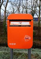 Nederland - Warmenhuizen - 2019 .  Brievenbus van Post NL.   Foto Berlinda van Dam / Hollandse Hoogte