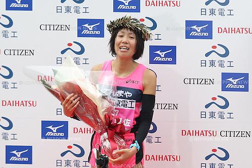 Risa Shigetomo (Tenmaya), JANUARY 29, 2012 - Marathon : 2012 Osaka International Ladies Marathon, Start & Goal Nagai Stadium in Osaka, Japan. (Photo by Akihiro Sugimoto/AFLO SPORT) [1080]