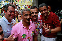 RIO DE JANEIRO, RJ, 30.08.2014, CANDIDATO A SENADOR ROMARIO, Candidato a Senador Romário passeia pela Rocinha na zona sul do  Rio de janeiro,  neste sábado, 30 (foto: Márcio Cassol/Brazil Photo Press)