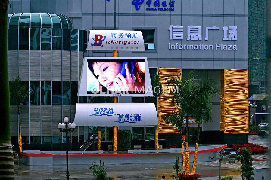 Anúncio luminoso de telefonia. Liuzhou. China. 2007. Foto de Flávio Bacellar.