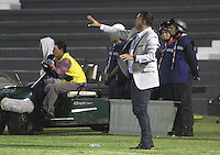 TUNJA -COLOMBIA, 16-09-2015. Harold Rivera técnico de Patriotas FC gesticula durante partido con Boyacá Chicó por la fecha 10 de la Liga Aguila II 2015 realizado en el estadio La Independencia en Tunja./ Harold Rivera coach of Patriotas FC reacts during match against Boyaca Chico for the 10th date of Aguila League II 2015 played at La Independencia stadium in Tunja. Photo: VizzorImage/César Melgarejo/Str