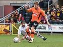 :: DUNDEE UTD'S DAVID GOODWILLIE GETS AWAY FROM MOTHERWELL'S KEITH LASLEY  ::