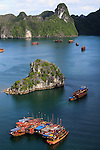 Asie, Vietnam, golfe du Tonkin, baie d'Along, classée au patrimoine mondial par l'Unesco//Asia, Vietnam, gulf of Tonkin, Halong bay classified at the Unesco world heritage