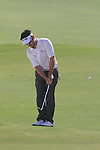 Dubai World Championship Golf. Earth Course,.Jumeirah Golf Estate, Dubai, U.A.E...Louis Oosthuizen chipping on the third green during the third round of the Dubai World Golf championship..Photo: Fran Caffrey/www.golffile.ie...