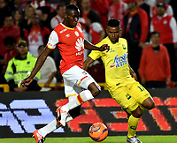 BOGOTA - COLOMBIA - 15 - 04 - 2017: Dairon Mosquera (Izq.) jugador de Independiente Santa Fe disputa el balón con Jhony Cano (Der.) jugador de Atletico Bucaramanga, durante partido de la fecha 13 entre Independiente Santa Fe y Atletico Bucaramanga, por la Liga Aguila I-2017, en el estadio Nemesio Camacho El Campin de la ciudad de Bogota. / Dairon Mosquera (L) player of Independiente Santa Fe struggles for the ball with Jhony Cano (R) player of Atletico Bucaramanga, during a match of the date 13 between Independiente Santa Fe and Atletico Bucaramanga, for the Liga Aguila I -2017 at the Nemesio Camacho El Campin Stadium in Bogota city, Photo: VizzorImage / Luis Ramirez / Staff.