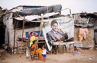 "S?dasien Asien Indien IND Asien Indien Megacity Metropole Mumbai Bombay .Slumhuetten am Strand Versova  - St?dtewachstum H?tten wohnen Notunterkunft Wohnraum Mieten Miete urban Verslumung Slums Migration vom Land Armut Elend Urbanes Leben Slumbewohner Slum Trinkwasser Wasser Obdachlose Obdachlosigkeit Hygiene Stadtplanung Probleme Urbanisierung Immobilien Vertreibung sozial soziale Konflikt Inder indisch xagndaz | .South Asia India Mumbai Bombay .slum huts at beach Versova  - Migration poverty misery slums water poor migration from villages living in huts in slum in megacity metropole slum dweller construction housing city growth water health .| [ copyright (c) Joerg Boethling / agenda , Veroeffentlichung nur gegen Honorar und Belegexemplar an / publication only with royalties and copy to:  agenda PG   Rothestr. 66   Germany D-22765 Hamburg   ph. ++49 40 391 907 14   e-mail: boethling@agenda-fototext.de   www.agenda-fototext.de   Bank: Hamburger Sparkasse  BLZ 200 505 50  Kto. 1281 120 178   IBAN: DE96 2005 0550 1281 1201 78   BIC: ""HASPDEHH"" ,  WEITERE MOTIVE ZU DIESEM THEMA SIND VORHANDEN!! MORE PICTURES ON THIS SUBJECT AVAILABLE!! INDIA PHOTO ARCHIVE: http://www.visualindia.net ] [#0,26,121#]"