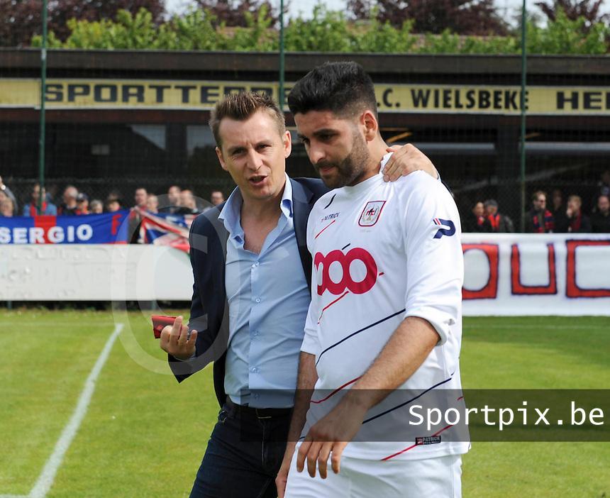 Izegem - FC Luik :..troostende woorden van trainer Vincent Sellefroid voor David Aktan..foto VDB / BART VANDENBROUCKE