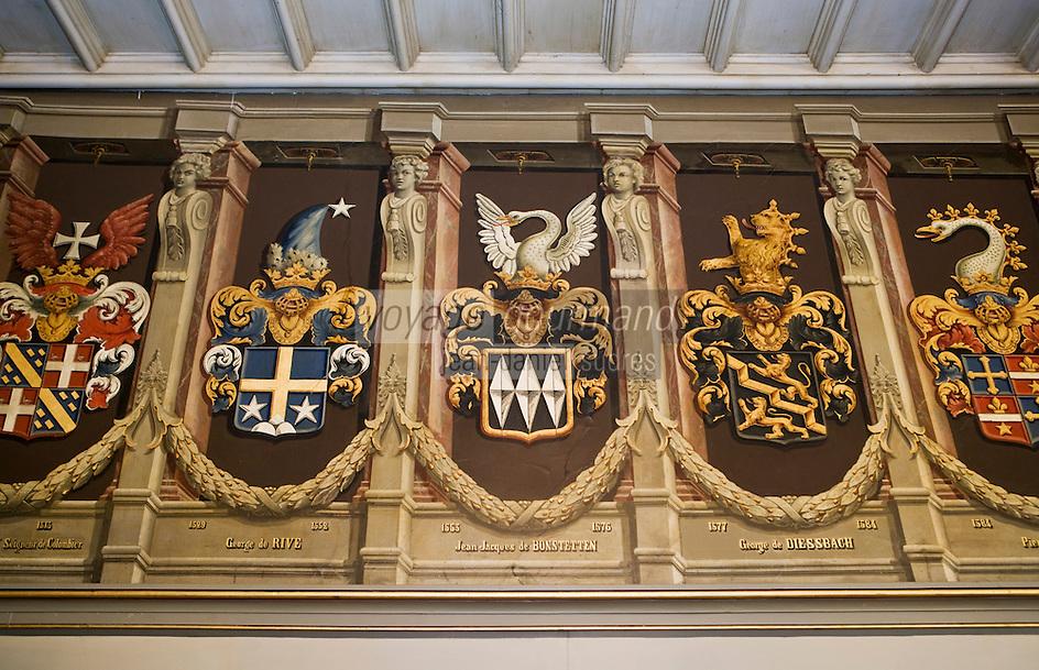 Europe/Suisse/Jura Suisse/ Neuchatel: Salle des états du Château qui sert de salle du tribunal communal- détail des blasons des anciennes  familles