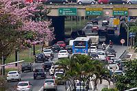 São Paulo, SP - 29.09.2014 - Trânsito - Trafego intenso de veículos na Av. 23 de maio sentido Aeroporto altura do viaduto Maria Paula no centro de São Paulo na manhã desta segunda - feira, 29. (Renato Mendes - Brazil Photo Press)