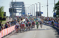 the lead-out for the sprint with 700 meters to go; Marcel Kittel (DEU/Etixx-Quickstep) excellently positioned<br /> <br /> stage 3: Nijmegen-Arnhem (NLD) 190km<br /> 99th Giro d'Italia 2016