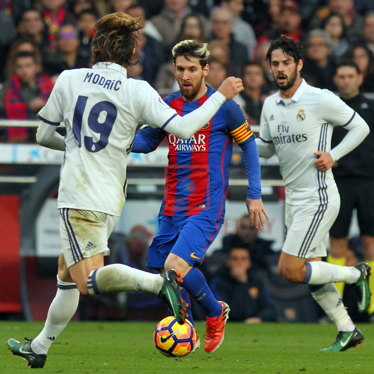 League Santander 2016/2017. Game: 14.<br /> FC Barcelona vs Real Madrid: 1-1.<br /> Luka Modric vs Lionel Messi.
